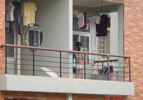窓の外から民家内でエッチな下着姿の女の子を盗撮したエロ画像 32枚 No.19
