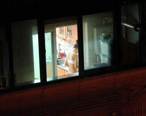 窓の外から民家内でエッチな下着姿の女の子を盗撮したエロ画像 32枚 No.22