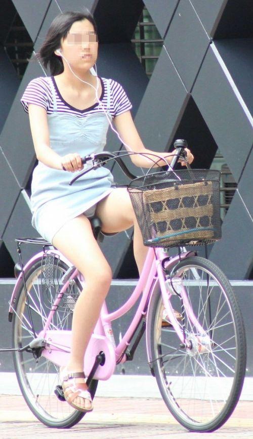 ギャルがミニスカで自転車に乗ったらパンチラ全開なエロ画像 43枚 No.8