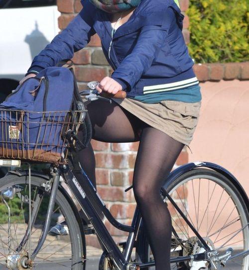 ギャルがミニスカで自転車に乗ったらパンチラ全開なエロ画像 43枚 No.9
