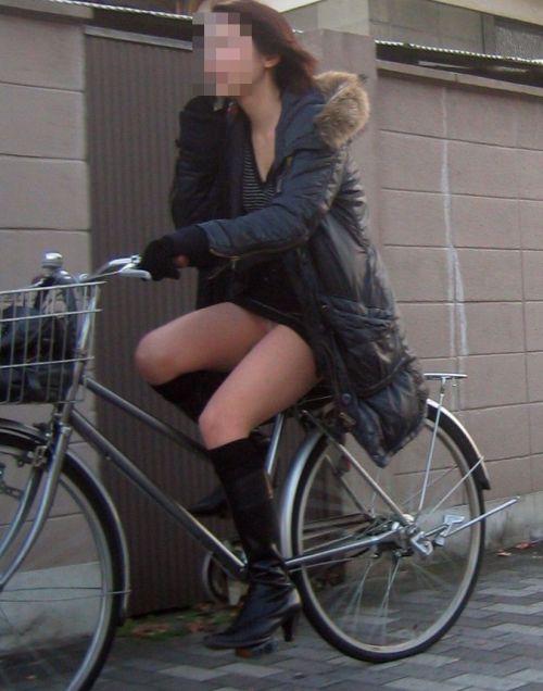ギャルがミニスカで自転車に乗ったらパンチラ全開なエロ画像 43枚 No.11