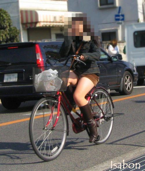 ギャルがミニスカで自転車に乗ったらパンチラ全開なエロ画像 43枚 No.12