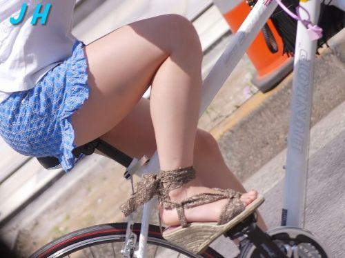 ギャルがミニスカで自転車に乗ったらパンチラ全開なエロ画像 43枚 No.15