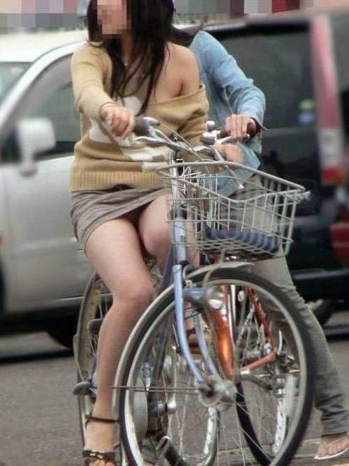 ギャルがミニスカで自転車に乗ったらパンチラ全開なエロ画像 43枚 No.21