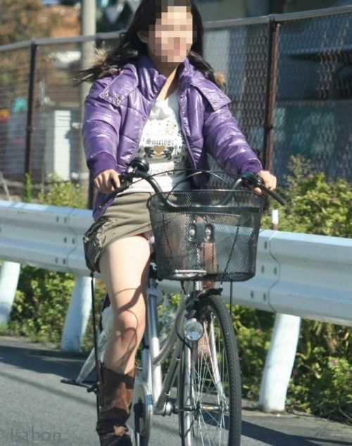 ギャルがミニスカで自転車に乗ったらパンチラ全開なエロ画像 43枚 No.25