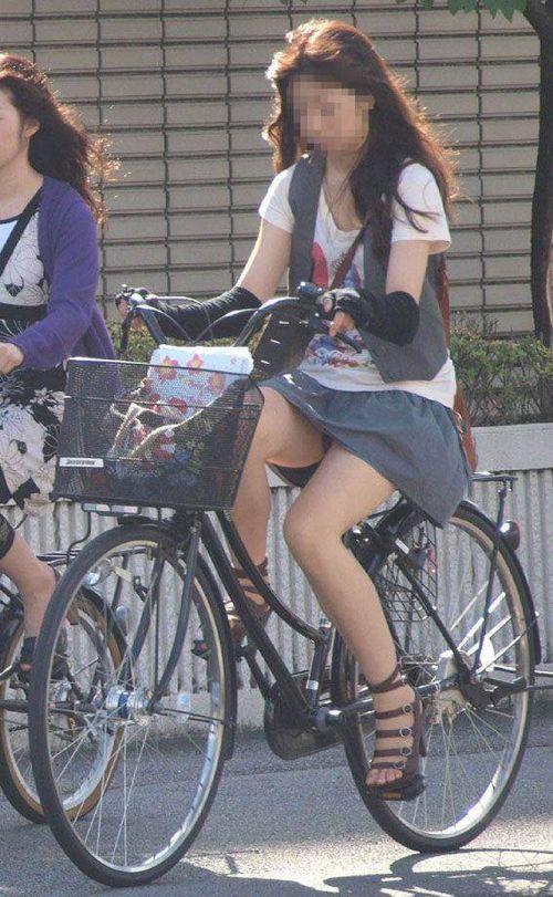 ギャルがミニスカで自転車に乗ったらパンチラ全開なエロ画像 43枚 No.33