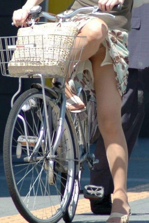 ギャルがミニスカで自転車に乗ったらパンチラ全開なエロ画像 43枚 No.37