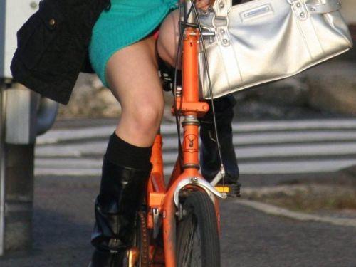 ギャルがミニスカで自転車に乗ったらパンチラ全開なエロ画像 43枚 No.40