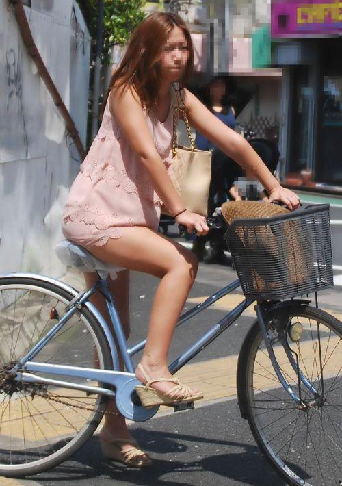 ギャルがミニスカで自転車に乗ったらパンチラ全開なエロ画像 43枚 No.42