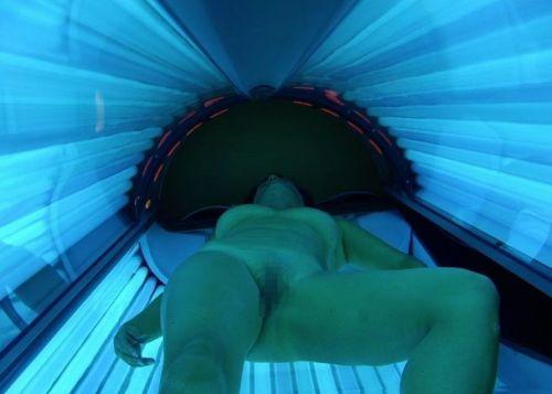 日焼けマシン内で全裸になってる外国人を盗撮したエロ画像 42枚 No.10