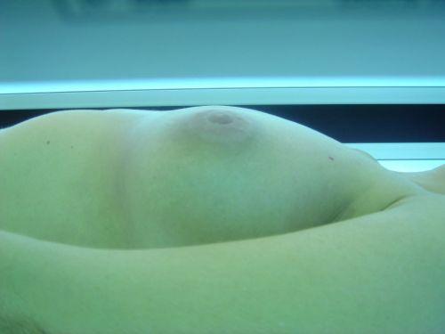 日焼けマシン内で全裸になってる外国人を盗撮したエロ画像 42枚 No.11