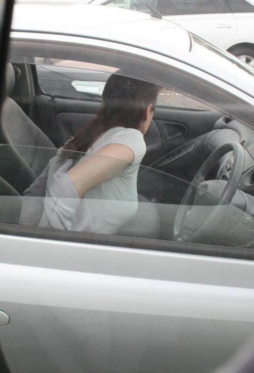 自動車の中で隣に座ってる女の子の胸の谷間を盗撮したエロ画像 47枚 No.8