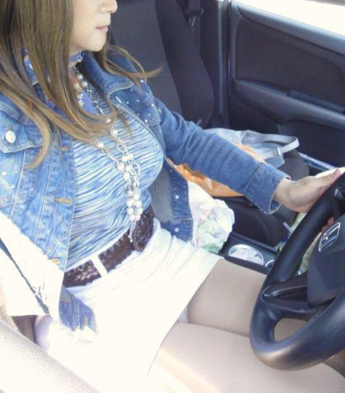 自動車の中で隣に座ってる女の子の胸の谷間を盗撮したエロ画像 47枚 No.9