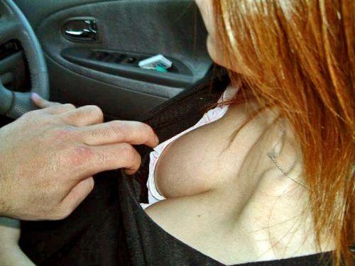 自動車の中で隣に座ってる女の子の胸の谷間を盗撮したエロ画像 47枚 No.13