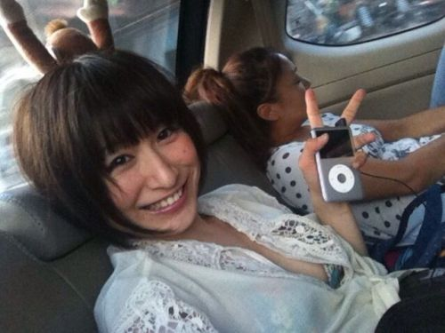 自動車の中で隣に座ってる女の子の胸の谷間を盗撮したエロ画像 47枚 No.28