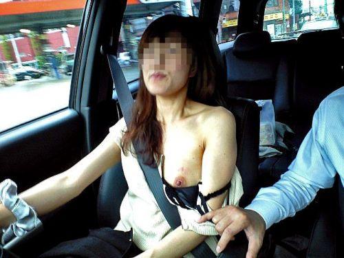 自動車の中で隣に座ってる女の子の胸の谷間を盗撮したエロ画像 47枚 No.30