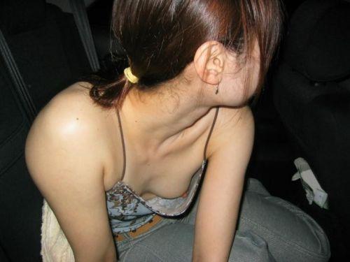 自動車の中で隣に座ってる女の子の胸の谷間を盗撮したエロ画像 47枚 No.39