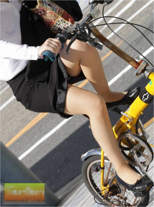 自転車通勤するタイトスカートなOLさんの股間を盗撮したパンチラエロ画像 34枚 No.34