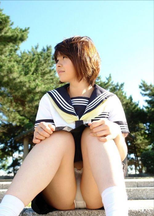 可愛いミニスカJKが体育座りでパンツ見えちゃってるエロ画像 37枚 No.2