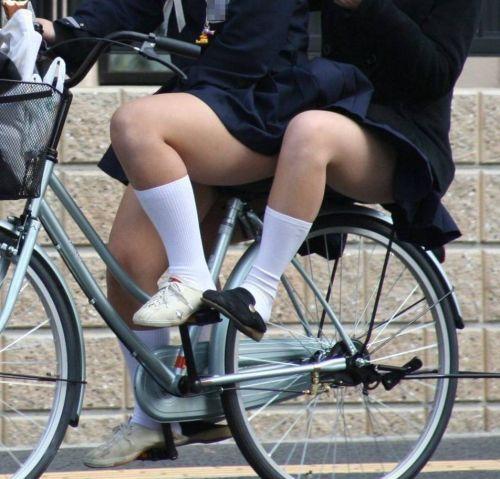 超ミニスカJK達が自転車に乗ったらパンチラが確変状態なエロ画像 38枚 No.6
