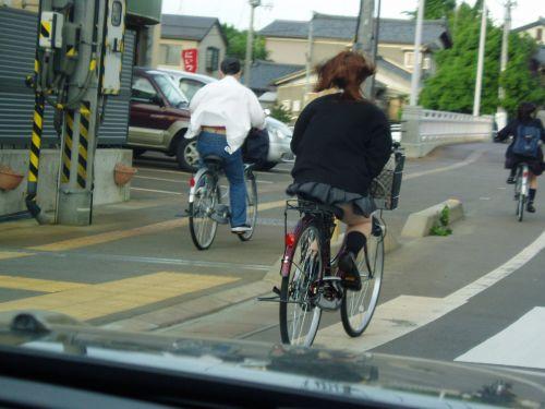 超ミニスカJK達が自転車に乗ったらパンチラが確変状態なエロ画像 38枚 No.7