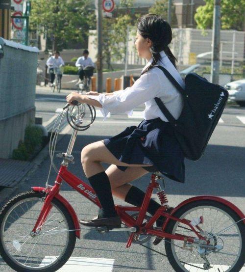 超ミニスカJK達が自転車に乗ったらパンチラが確変状態なエロ画像 38枚 No.11