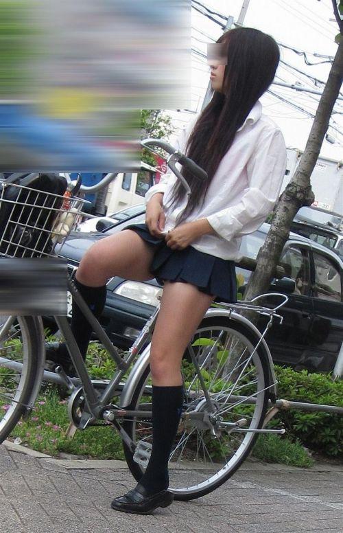 超ミニスカJK達が自転車に乗ったらパンチラが確変状態なエロ画像 38枚 No.13