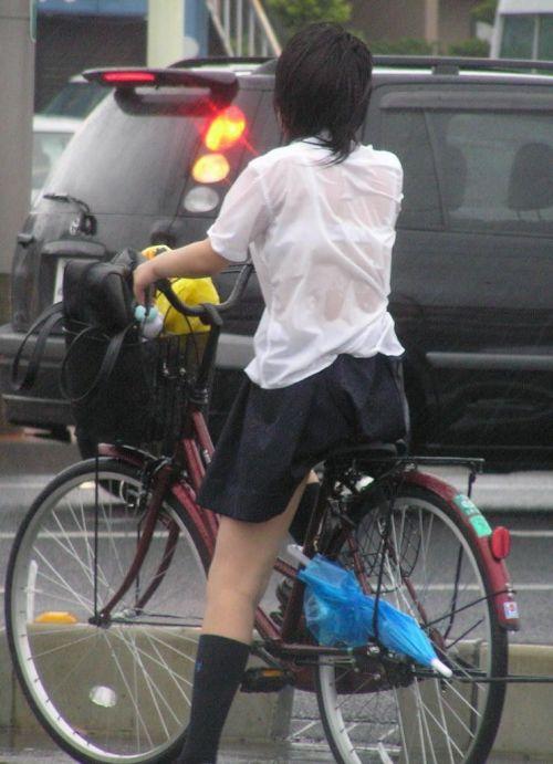 超ミニスカJK達が自転車に乗ったらパンチラが確変状態なエロ画像 38枚 No.15
