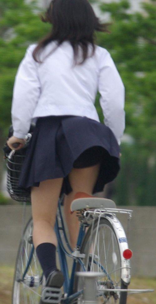 超ミニスカJK達が自転車に乗ったらパンチラが確変状態なエロ画像 38枚 No.21