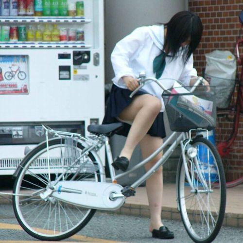 超ミニスカJK達が自転車に乗ったらパンチラが確変状態なエロ画像 38枚 No.23