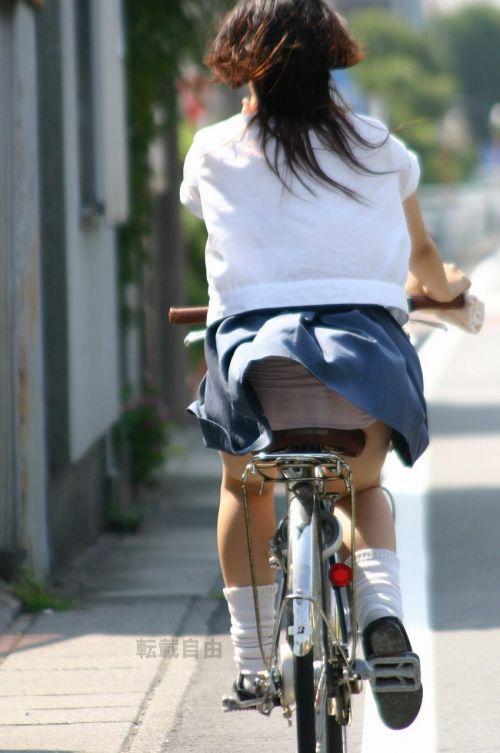 超ミニスカJK達が自転車に乗ったらパンチラが確変状態なエロ画像 38枚 No.24