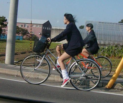 超ミニスカJK達が自転車に乗ったらパンチラが確変状態なエロ画像 38枚 No.29