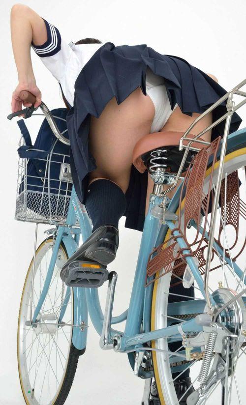 超ミニスカJK達が自転車に乗ったらパンチラが確変状態なエロ画像 38枚 No.30