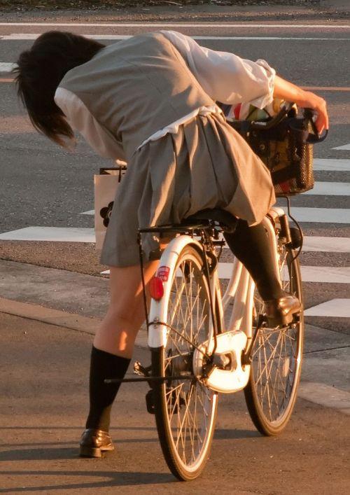 超ミニスカJK達が自転車に乗ったらパンチラが確変状態なエロ画像 38枚 No.33