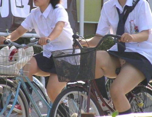 超ミニスカJK達が自転車に乗ったらパンチラが確変状態なエロ画像 38枚 No.34