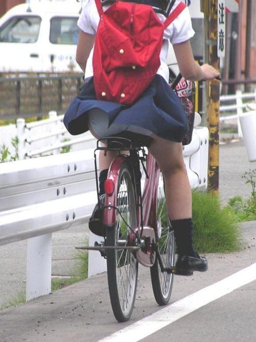 超ミニスカJK達が自転車に乗ったらパンチラが確変状態なエロ画像 38枚 No.37