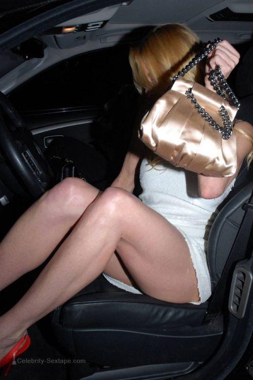 【盗撮画像】外人がノーパンで車の乗り降りするオマンコやおっぱいエロ過ぎwww 29枚 No.8