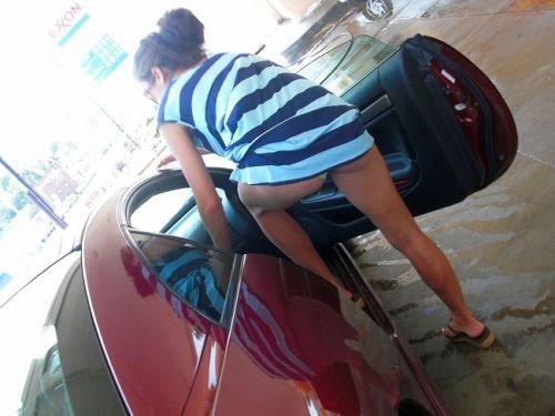 【盗撮画像】外人がノーパンで車の乗り降りするオマンコやおっぱいエロ過ぎwww 29枚 No.13