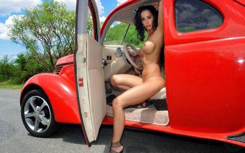 【盗撮画像】外人がノーパンで車の乗り降りするオマンコやおっぱいエロ過ぎwww 29枚 No.26