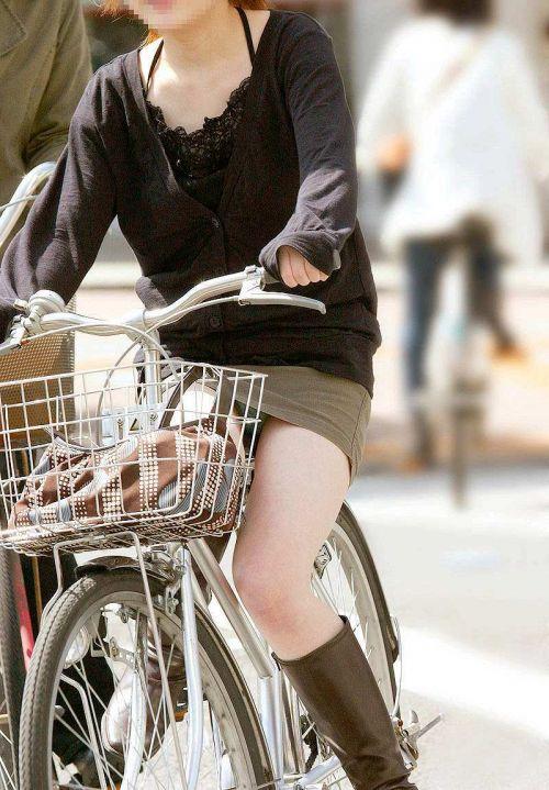 フリフリスカートが舞い上がるお姉さんの自転車パンチラ盗撮エロ画像 31枚 No.6