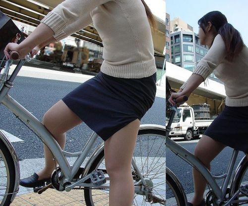 フリフリスカートが舞い上がるお姉さんの自転車パンチラ盗撮エロ画像 31枚 No.22