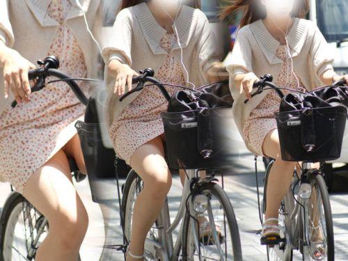 フリフリスカートが舞い上がるお姉さんの自転車パンチラ盗撮エロ画像 31枚 No.27