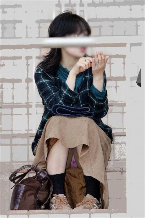 素人熟女がしゃがんでパンティ見えてるのを盗撮したエロ画像! 33枚 No.8