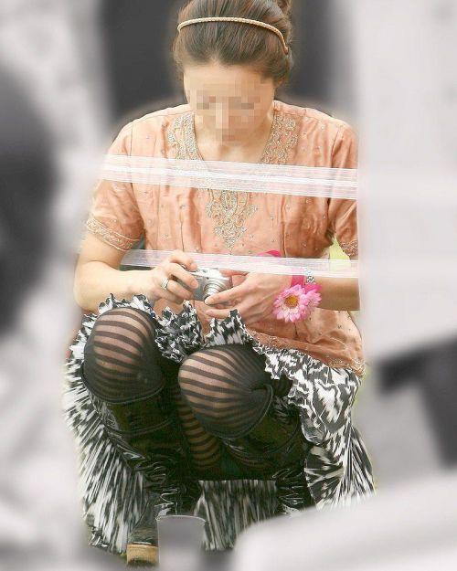 素人熟女がしゃがんでパンティ見えてるのを盗撮したエロ画像! 33枚 No.23
