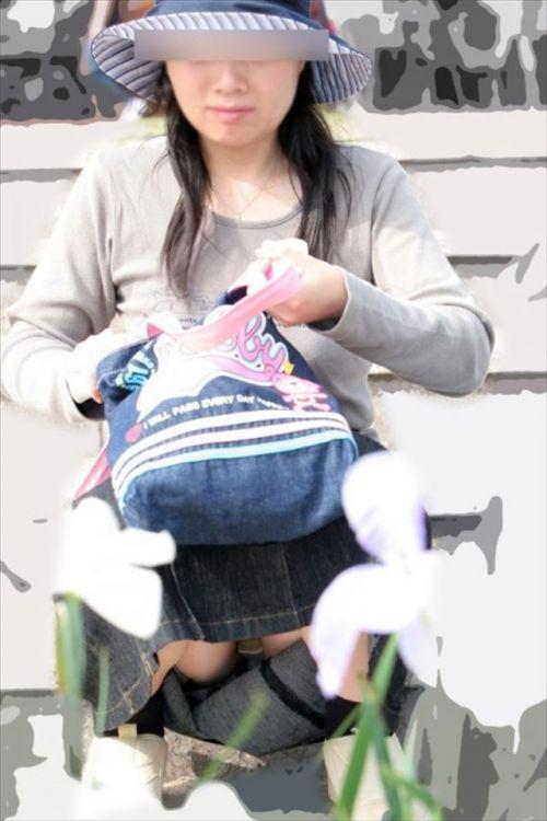 素人熟女がしゃがんでパンティ見えてるのを盗撮したエロ画像! 33枚 No.26