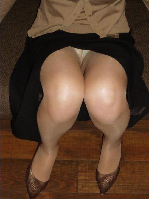 素人熟女がしゃがんでパンティ見えてるのを盗撮したエロ画像! 33枚 No.28