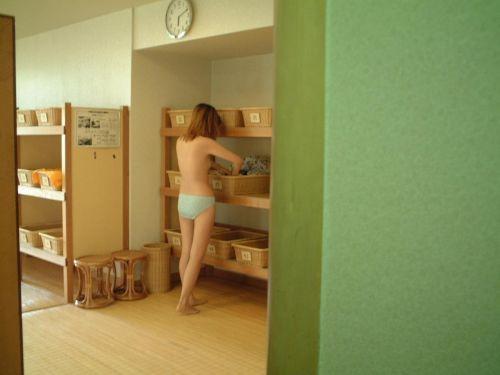 【画像】銭湯や温泉の女子更衣室に盗撮カメラを設置した結果がこちらです! 35枚 No.2