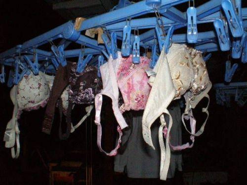 女の子のパンツやブラジャーなどの干した洗濯物の盗撮エロ画像 37枚 No.2