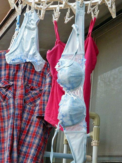 女の子のパンツやブラジャーなどの干した洗濯物の盗撮エロ画像 37枚 No.10