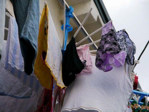 女の子のパンツやブラジャーなどの干した洗濯物の盗撮エロ画像 37枚 No.14